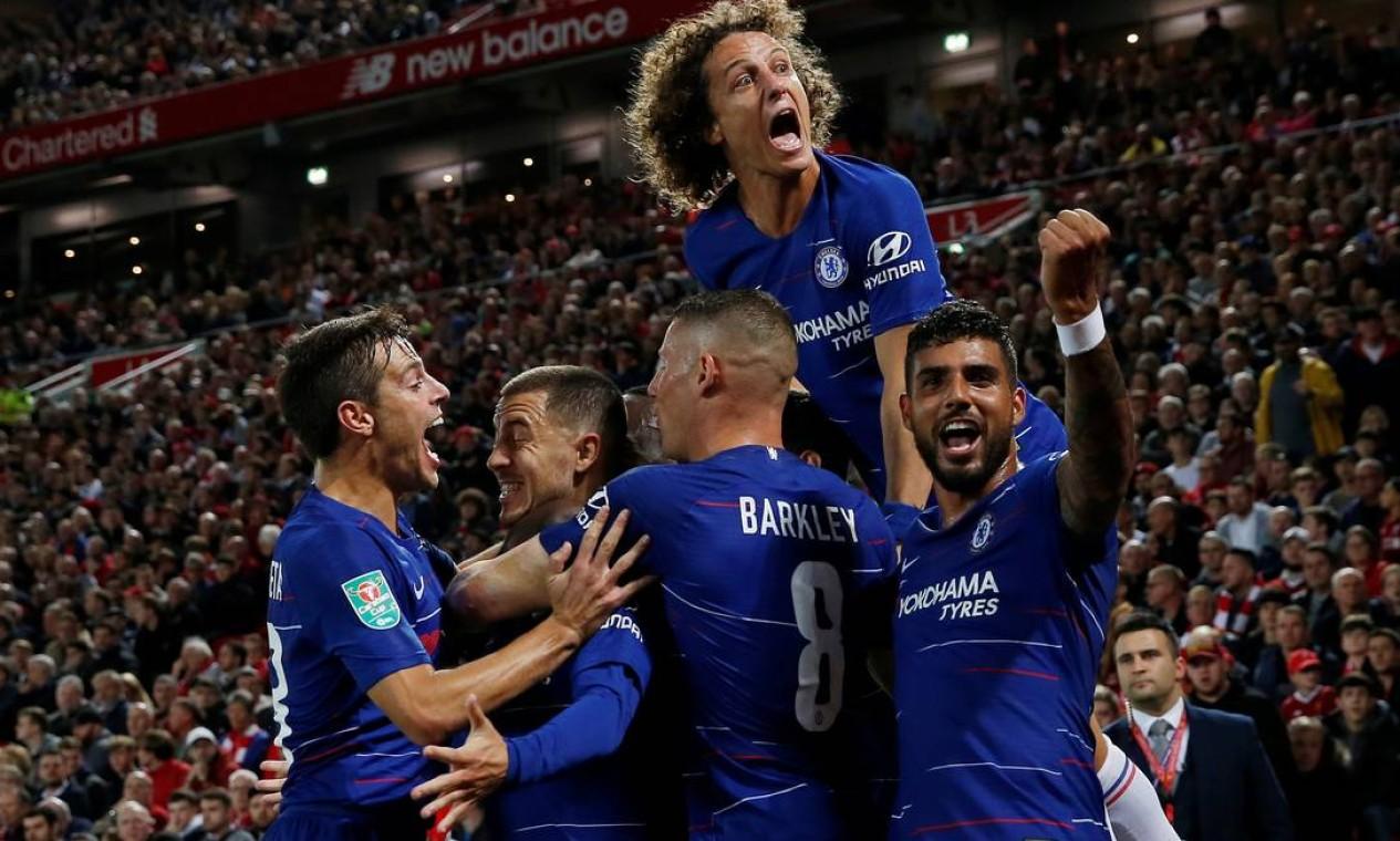 David Luiz depois de marcar gol pelo Chelsea, clube onde mais jogou na carreira. Foram 248 partidas, com 18 gols e 12 assistências nas duas passagens Foto: LEE SMITH / Reuters