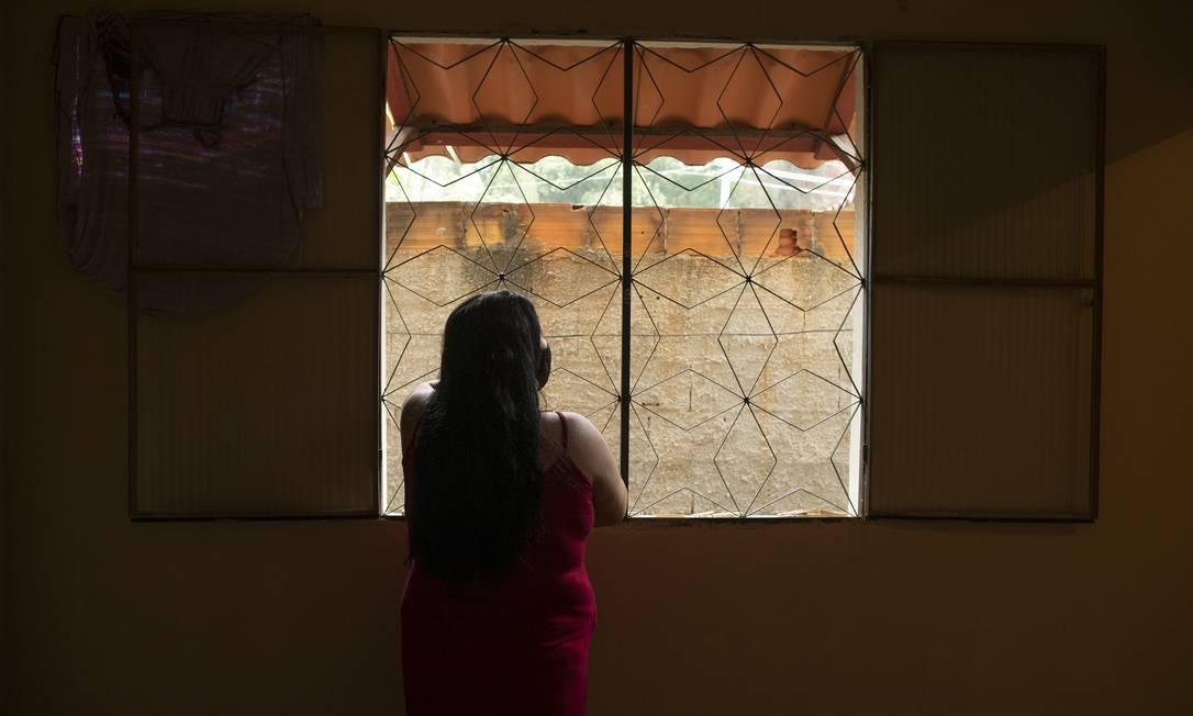 C.O., sem emprego, teme o fim do auxílio emergencial. Ela só tem onde morar porque um amigo pagou aluguel por alguns meses Foto: Márcia Foletto / Agência O Globo