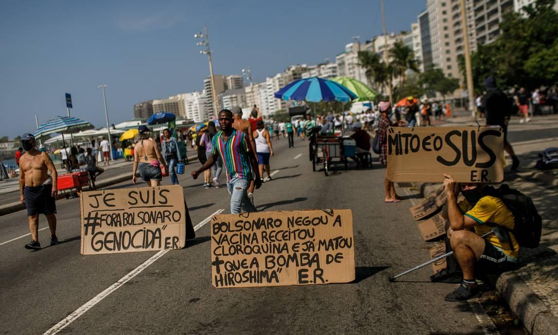 Manifestação contra o presidente Jair Bolsonaro em Copacabana, no Rio Foto: Brenno Carvalho / Agência O Globo
