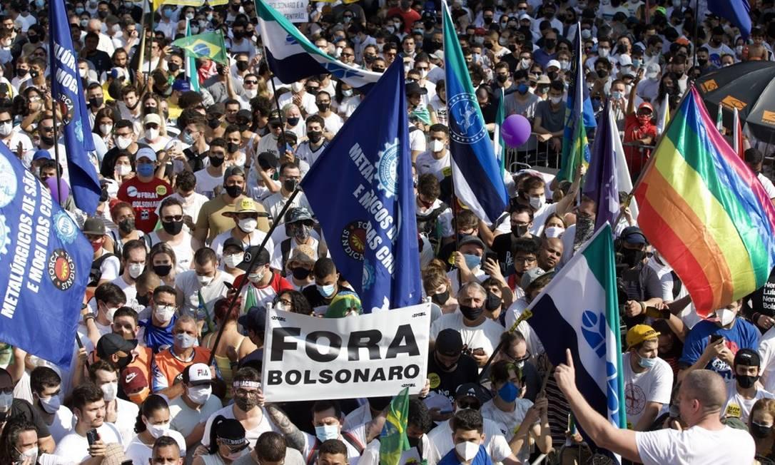 Manifestantes ocupam Avenida Paulista em ato contra o presidente Jair Bolsonaro Foto: Edilson Dantas / Agência O Globo