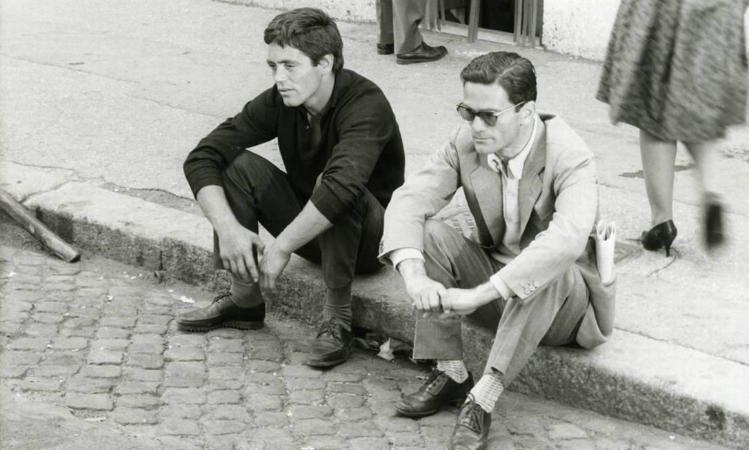 'Accatone'. O novato Franco Citti com o diretor Pier Paolo Pasolini: atores não profissionais são marca emblemática do neorrealismo italiano Foto: Reprodução