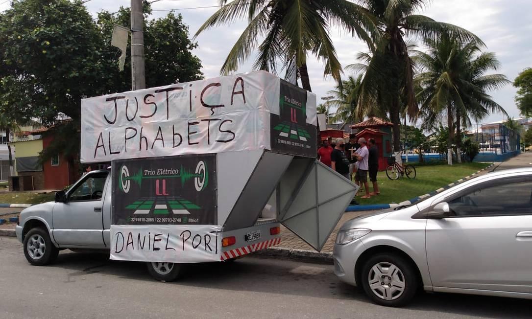 Carreata de vítimas de empresa suspeita de pirâmide financeira Foto: Reprodução / RLagos Notícias