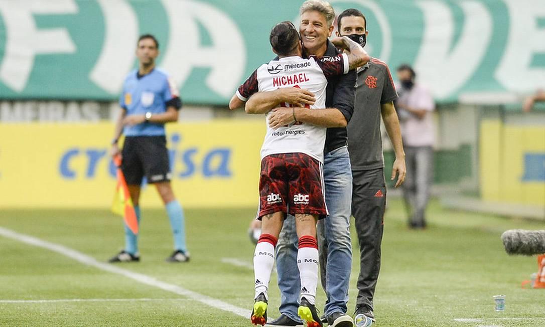 Michael abraça Renato Foto: Marcelo Cortes / Flamengo / Marcelo Cortes / Flamengo