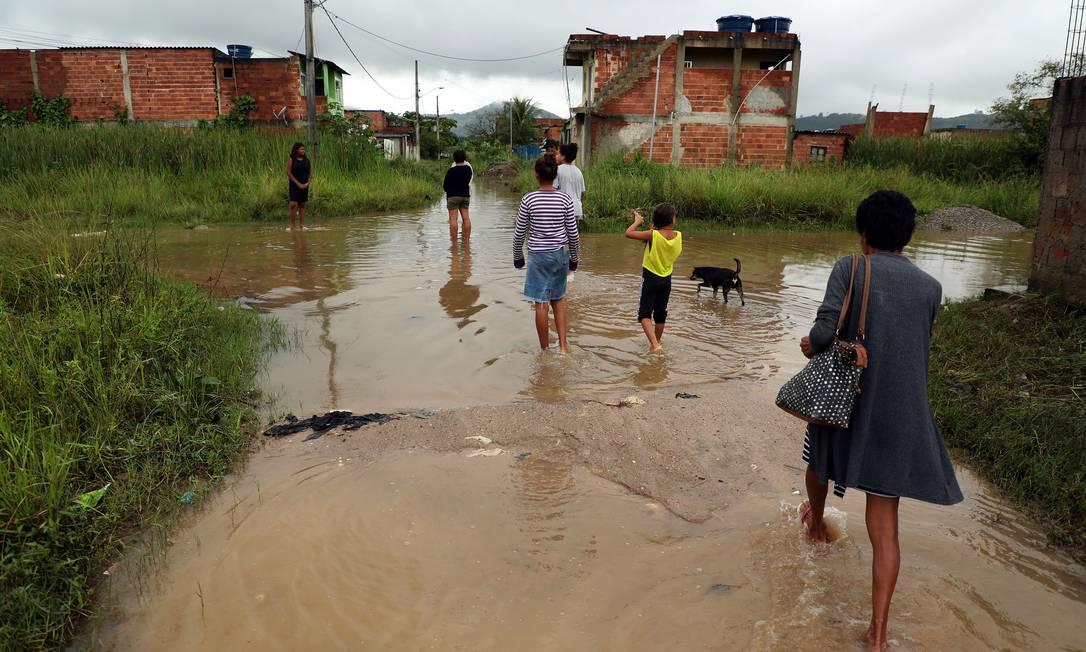 Rescaldo de chuva no bairro Jardim Maravilha, em Guaratiba, Zona Oeste do Rio Foto: Fábio Motta / Agência O Globo