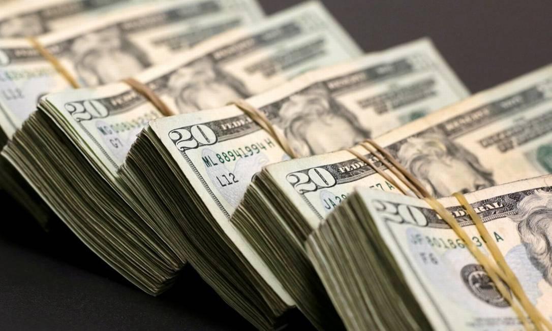 Para especialistas, dólar tende a manter patamar acima de R$ 5, mesmo com alta de juros e liquidez no exterior Foto: Jose Luis Gonzalez / Reuters