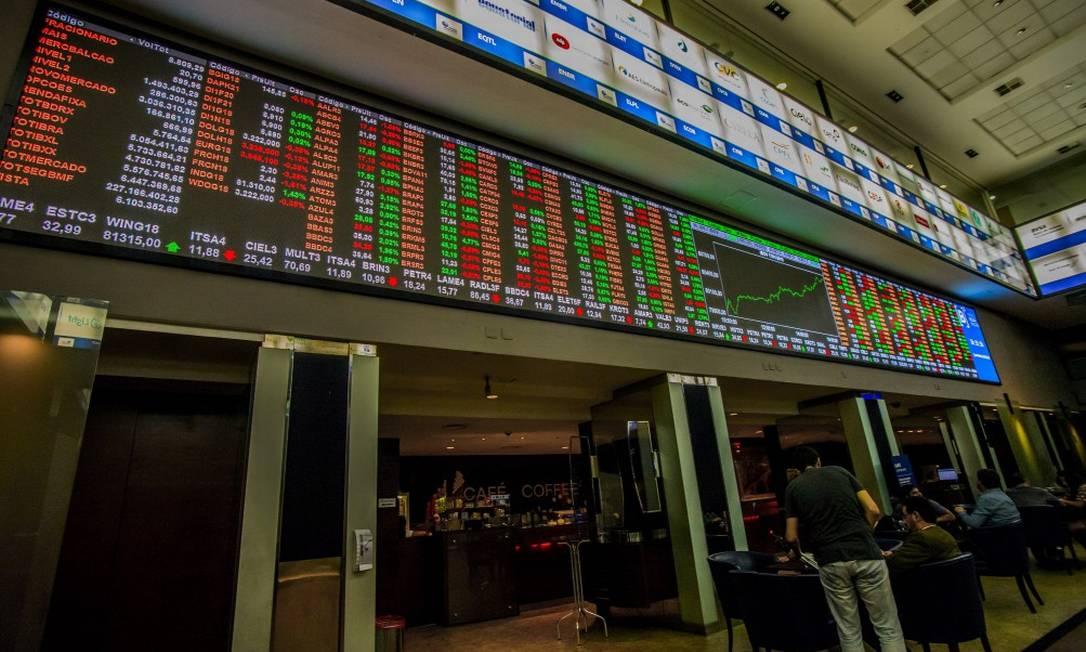Ibovespa operava em alta no início dos negócios, com investidores avaliando relação entre Poderes. Foto: Cris Faga / Agência O Globo