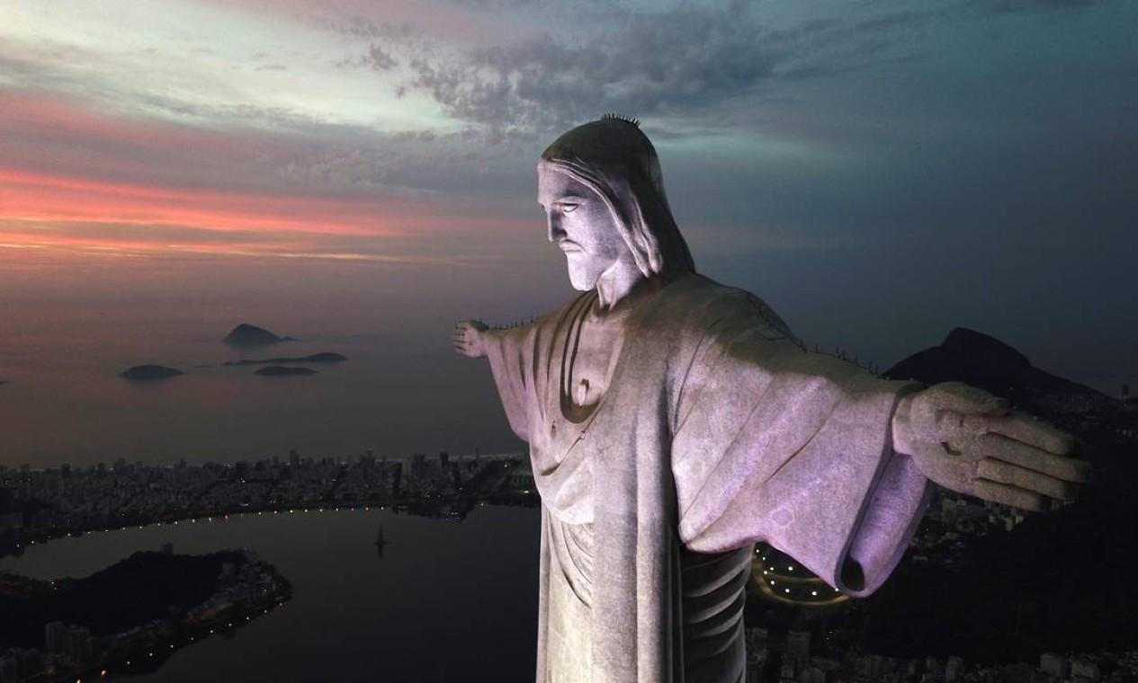 O Cristo Redentor está situado no Parque Nacional da Tijuca, a 710 metros do nível do mar Foto: Custódio Coimbra / Agência O Globo