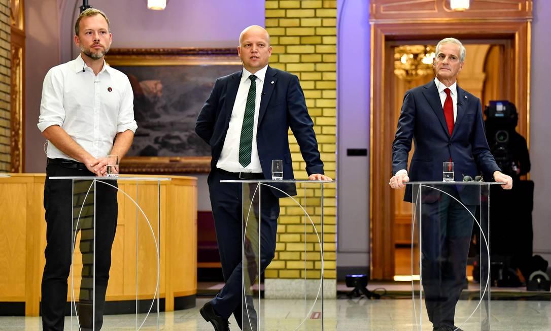 Audun Lysbakken (E), da Esquerda Socialista, Trygve Slagsvold Vedum (C), do Partido de Centro, e Jonas Gahr Stoere (D), do Partido Trabalhista, participam de debate dos líderes dos partidos que devem formar a nova coalizão de governo Foto: NTB / via REUTERS