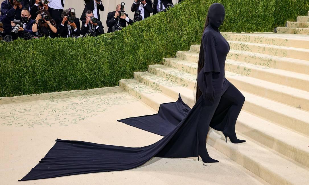 Kim Kardashian vestida totalmente de preto no Met Gala 2021 Foto: Theo Wargo / Getty Images / AFP