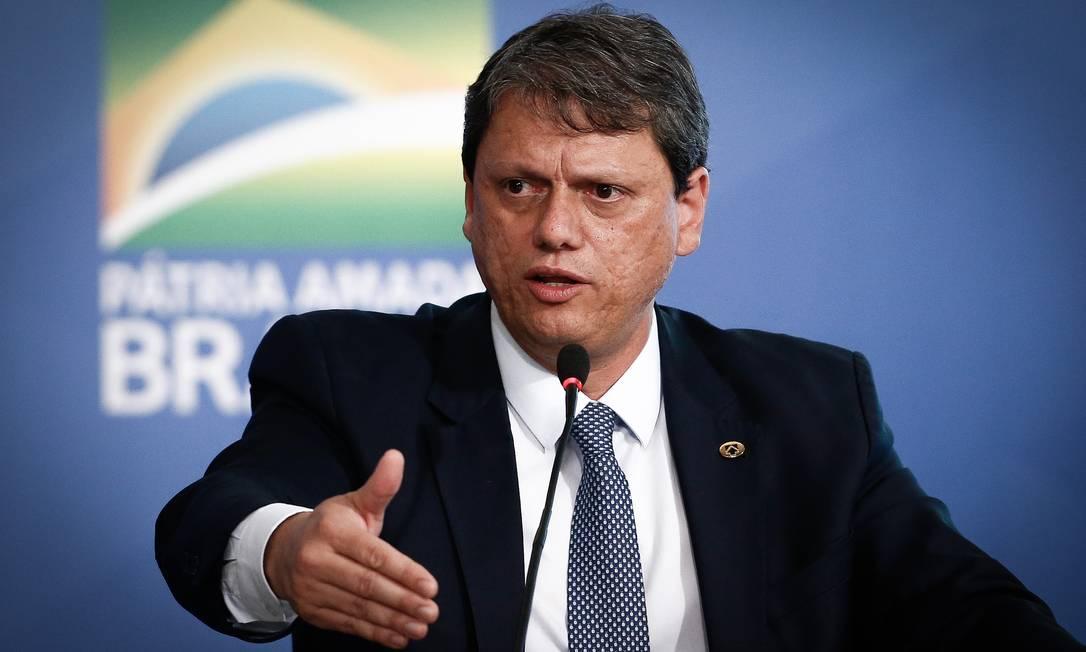 Ministro disse que é possível impor algumas limitações na concessão do Santos Dumont Foto: Pablo Jacob / Agência O Globo