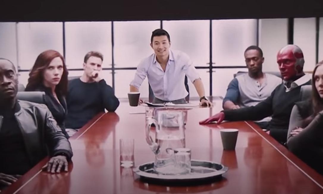 Simu Liu, astro da Marvel, já foi modelo de banco de imagem Foto: The Tonight Show Starring Jimmy Fallon / Reprodução