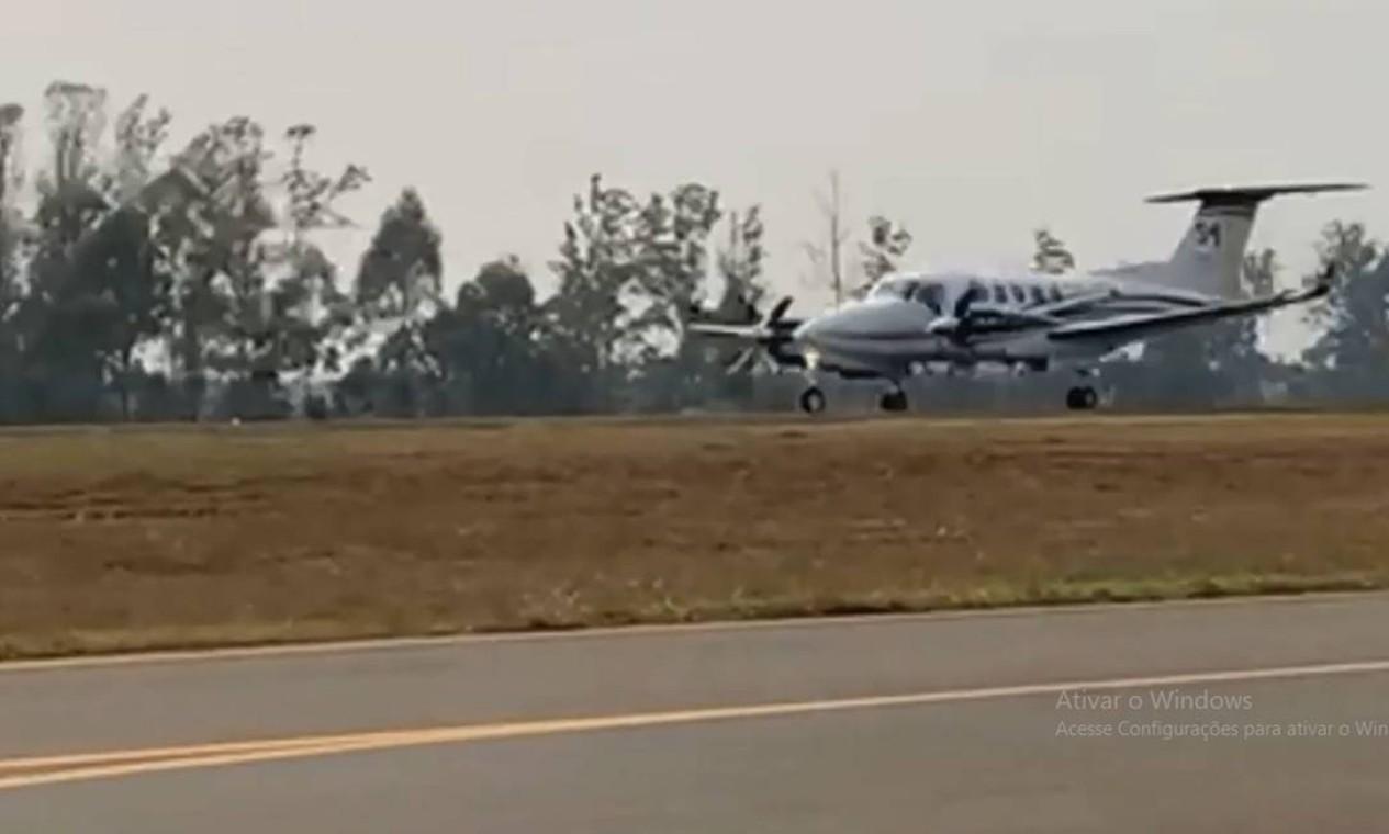 Avião bimotor King Air 360 de prefixo PS-CSM momentos antes da última decolagem em Piracicaba, interior de São Paulo Foto: Reprodução