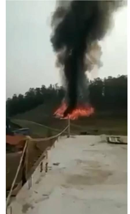 Local da queda do avião foi tomado pelas chamas Foto: Reprodução