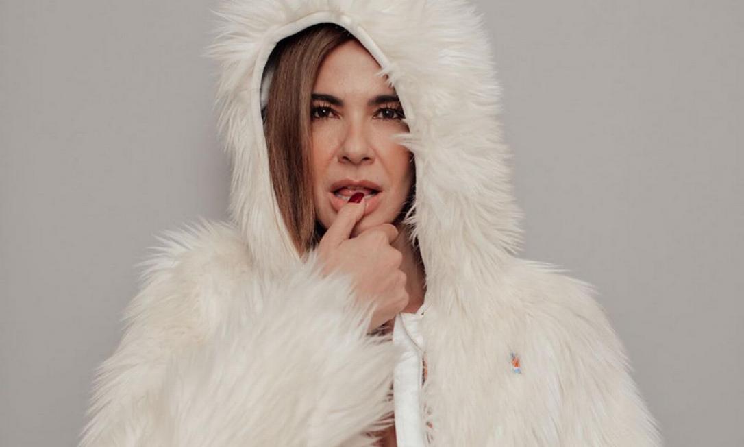 Luciana Gimenez postou foto de casaco e calcinha no Instagram Foto: Reprodução/Instagram