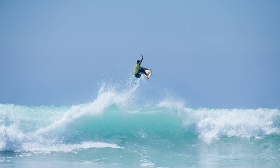 Surfista se tornou o sexto atleta da história a ser pelo menos tricampeão mundial, e o primeiro brasileiro a atingir o feito Foto: Pat Nolan / Agência O Globo