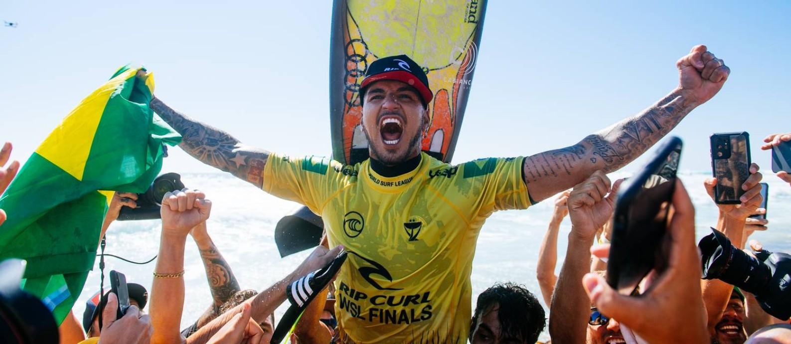 Gabriel Medina solta o grito de (tri)campeão mundial Foto: Pat Nolan / WSL