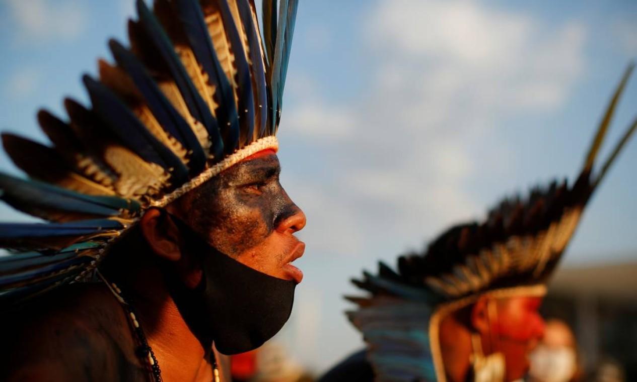 Indígenas protesta em frente ao prédio do Supremo Tribunal Federal, em Brasília Foto: Amanda Perobelli / Reuters - 26/08/2021