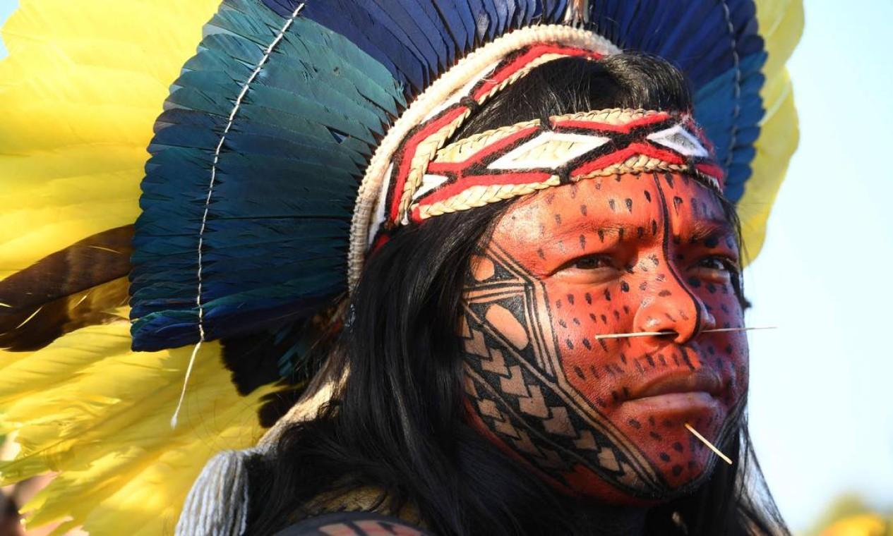 Indígena protesta em frente ao prédio do Supremo Tribunal Federal, em Brasília Foto: Evaristo Sá / AFP - 01/09/2021
