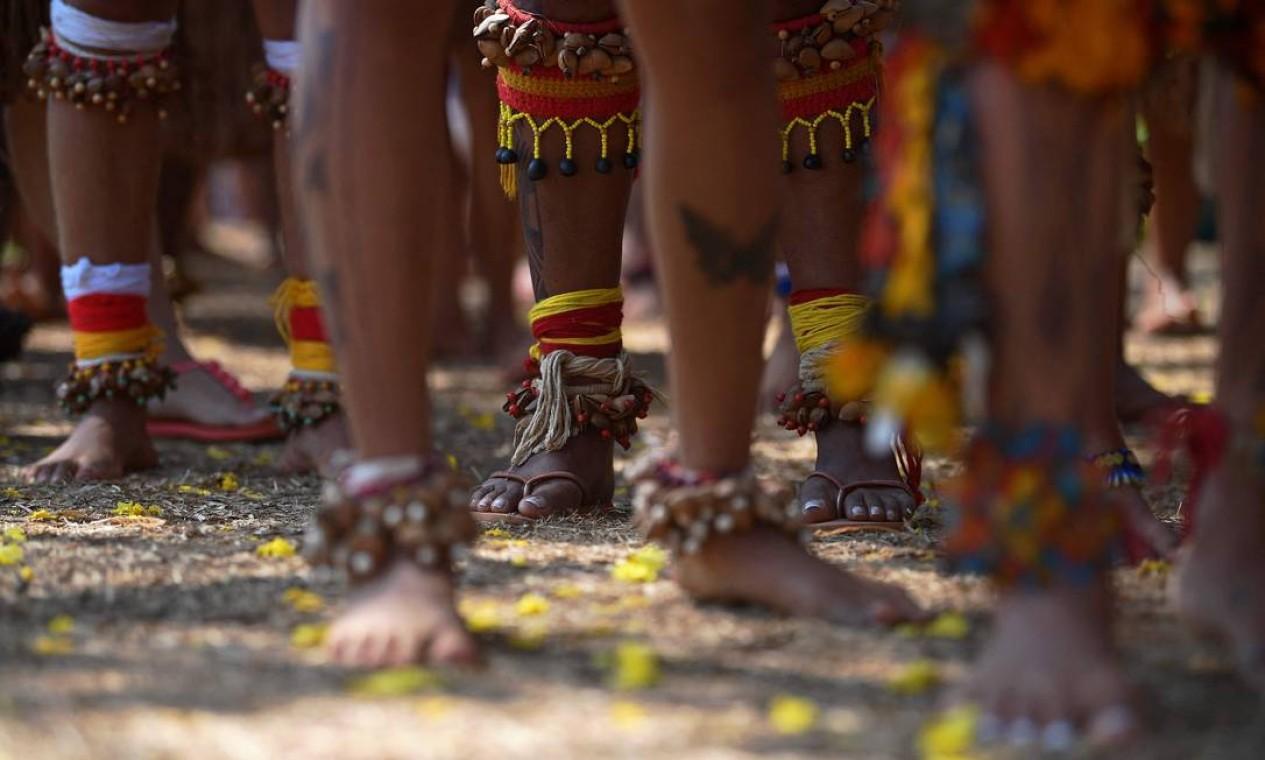 Mulheres indígenas da tribo Pataxó marcham pela demarcação de terras indígenas em Brasília Foto: Carl de Souza / AFP - 08/09/2021
