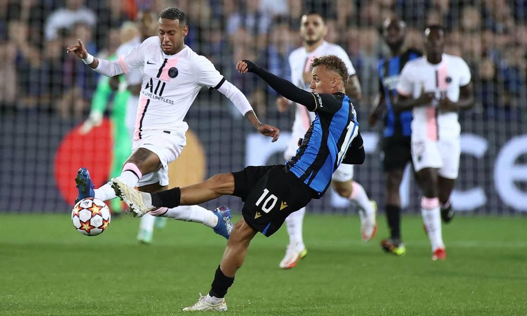 Neymar teve dificuldade para passar pela marcaçao do Brugge Foto: Kenzo Tribouillard/AFP