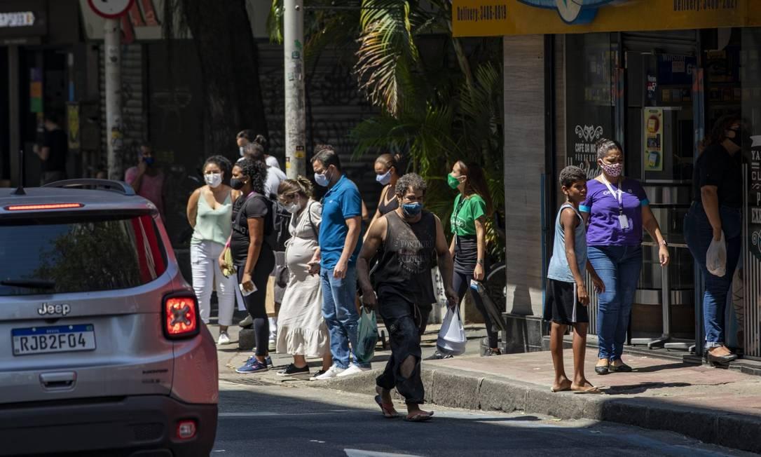 Movimentação na Rua Voluntário da Pátria, em Botafogo, na Zona Sul do Rio Foto: Ana Branco / Arquivo / Agência O Globo