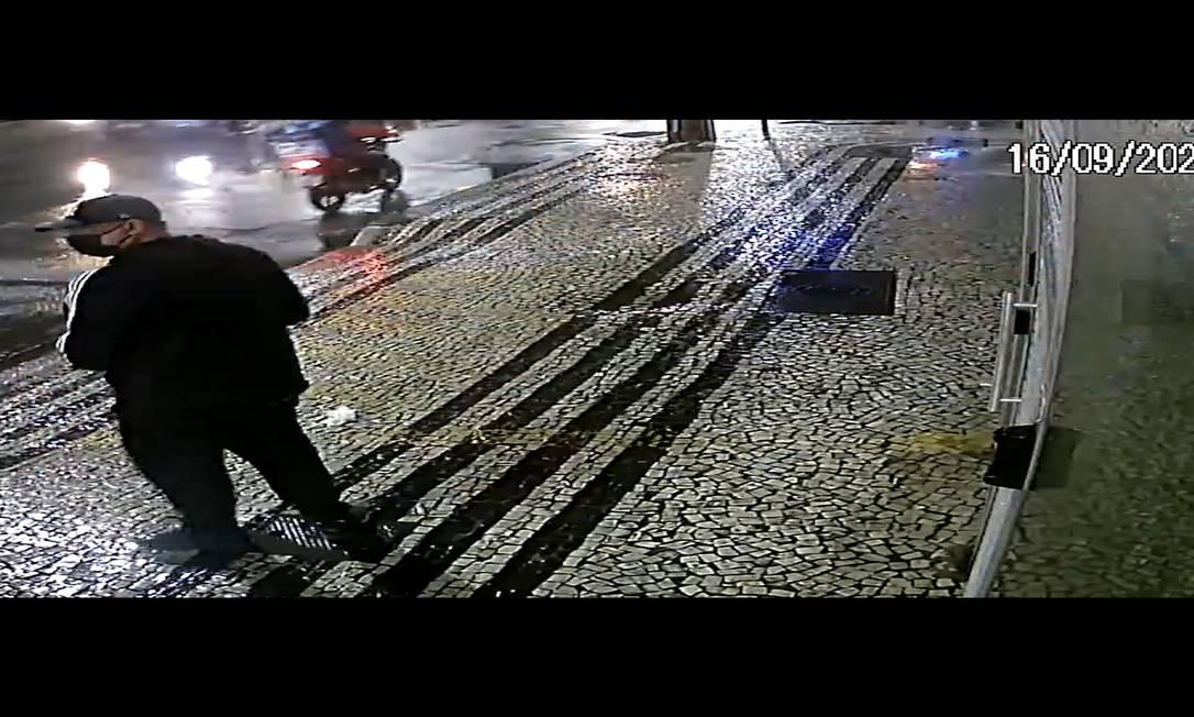 Homem joga bomba no Consulado da China em Botafogo, Zona Sul do Rio Foto: Reprodução
