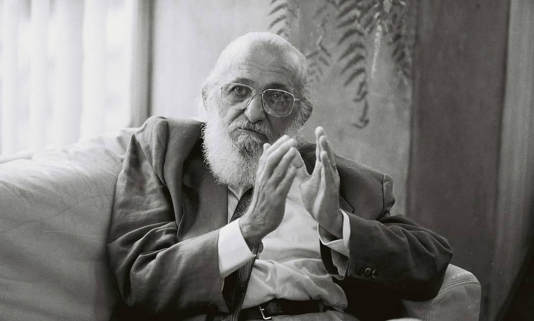 Paulo Freire em entrevista à TV francesa em 1990 Foto: Maurício Novaes / Dilvugação