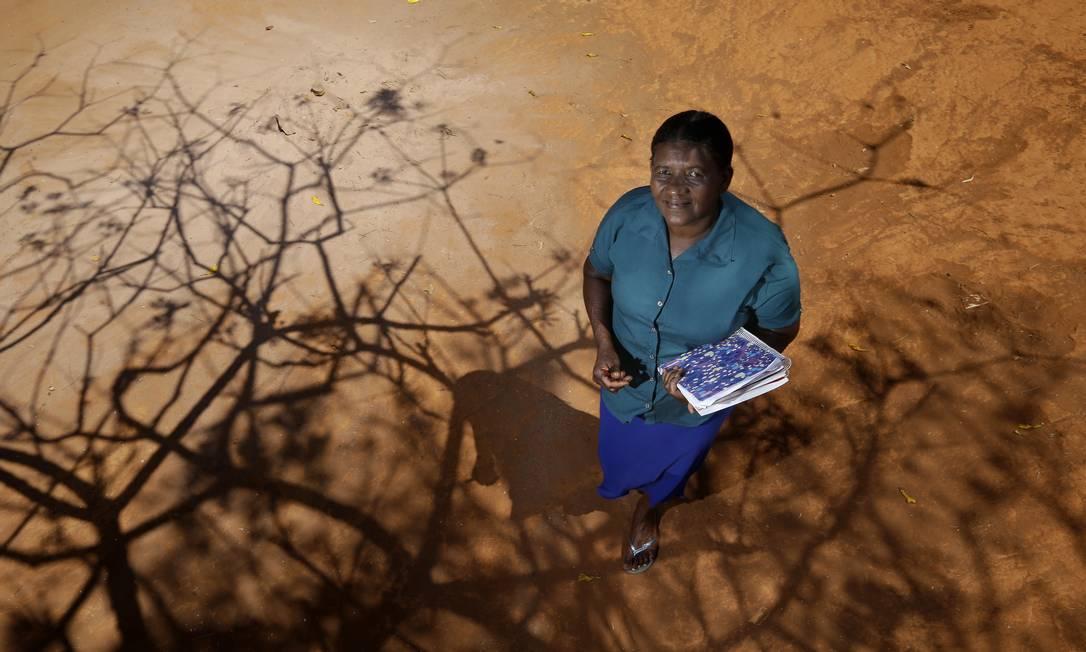 Dona Iva Pereira Silva, agricultora, está apredendo a letras aos 58 anos de vida Foto: Cristiano Mariz