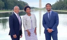 Os diplomatas Jackson Lima, Marise Nogueira e Ernesto Mané Jr., com o obelisco do Monumento a Washington ao fundo Foto: Fabíola Góis