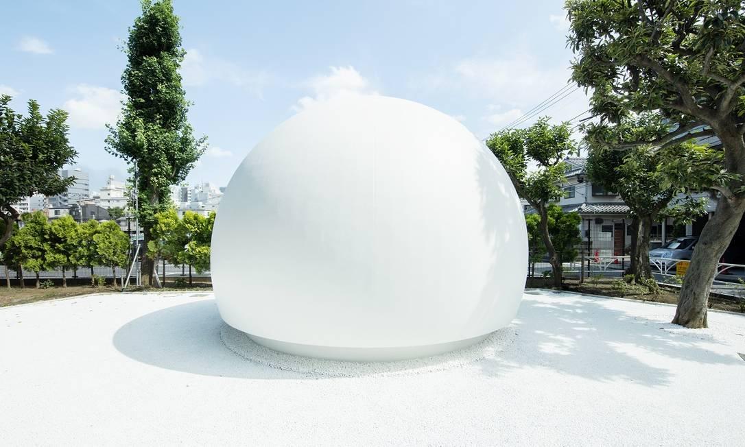 Batizado de Hi Toilet e projetado por Kazoo Sato, este novo banheiro público em Tóquio é acionado por controle de voz Foto: Tokyo Toilet Project / The Nippon Foundation / Divulgação