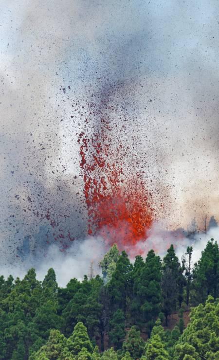 O Monte Cumbre Vieja entra em erupção em El Paso Foto: BORJA SUAREZ / REUTERS
