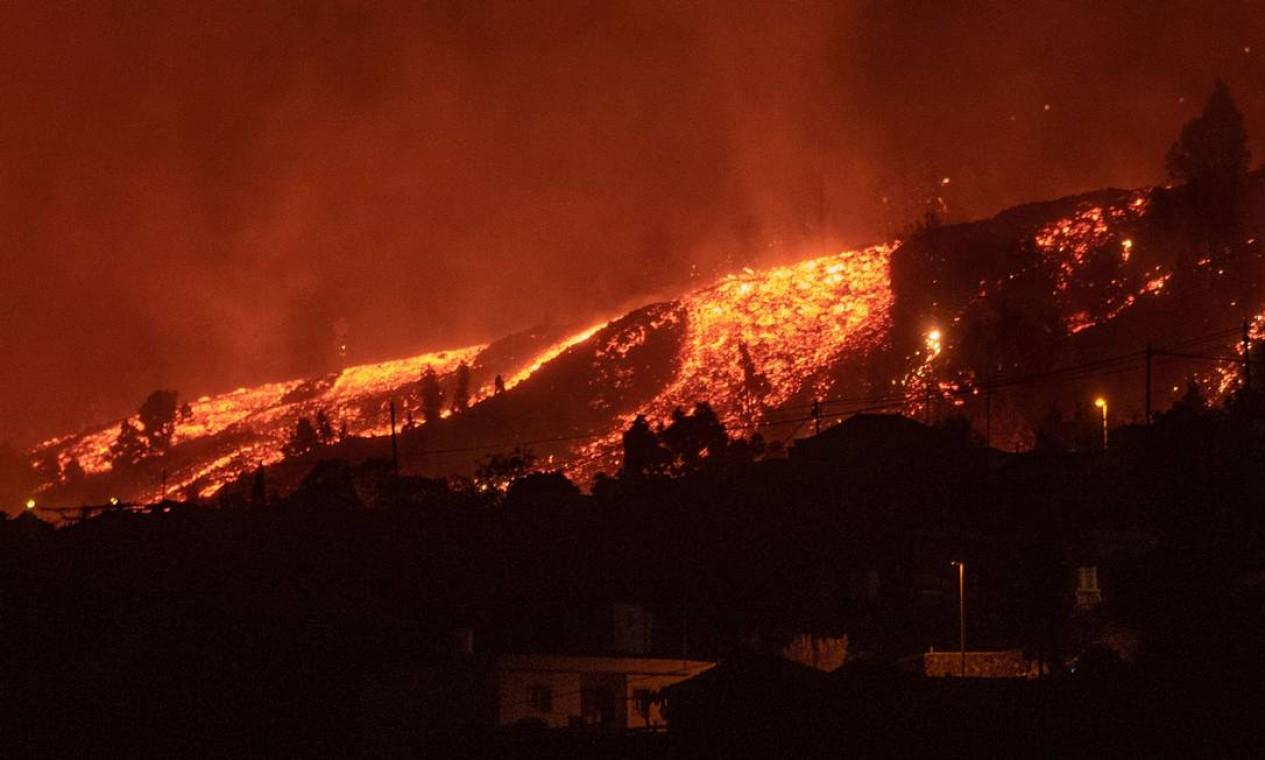 Lava se aproxima de casas em El Paso Foto: DESIREE MARTIN / AFP