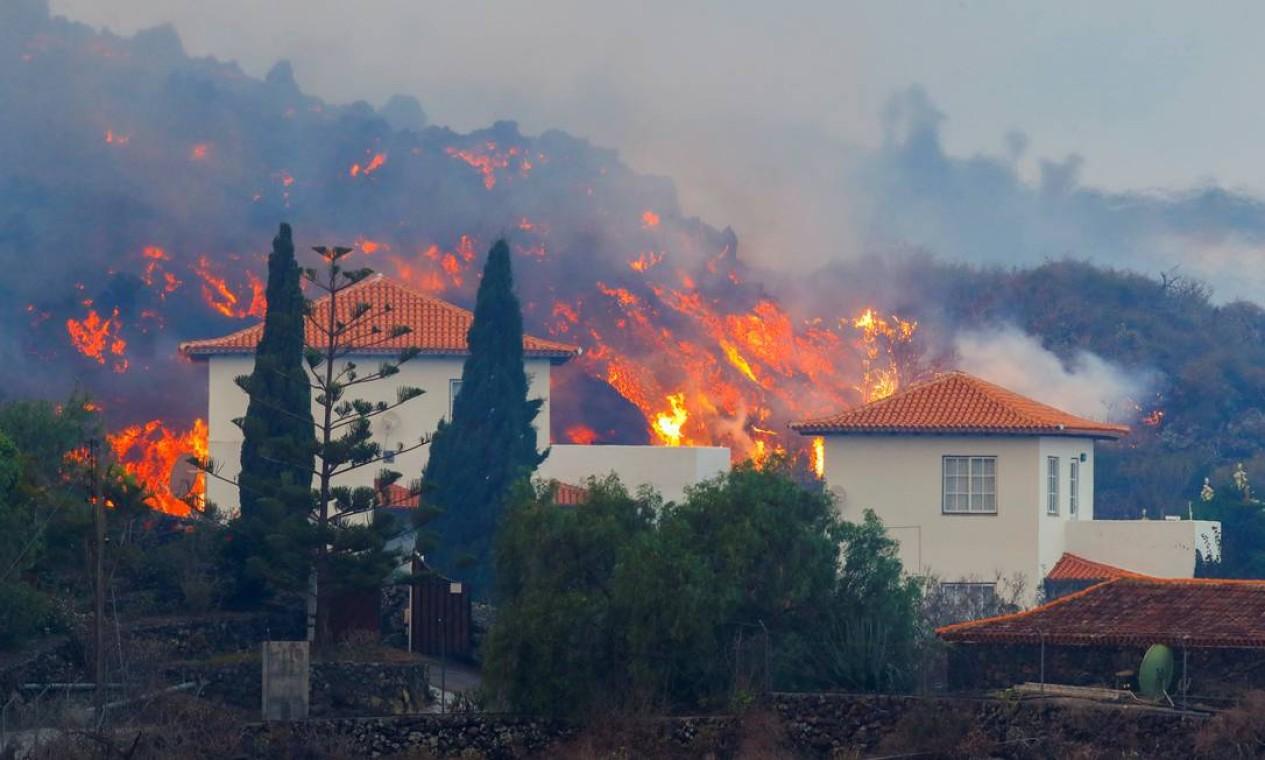 Vulcão nas Ilhas Canárias já destruiu 100 casas em La Palma, que vê situação 'devastadora' Foto: BORJA SUAREZ / REUTERS
