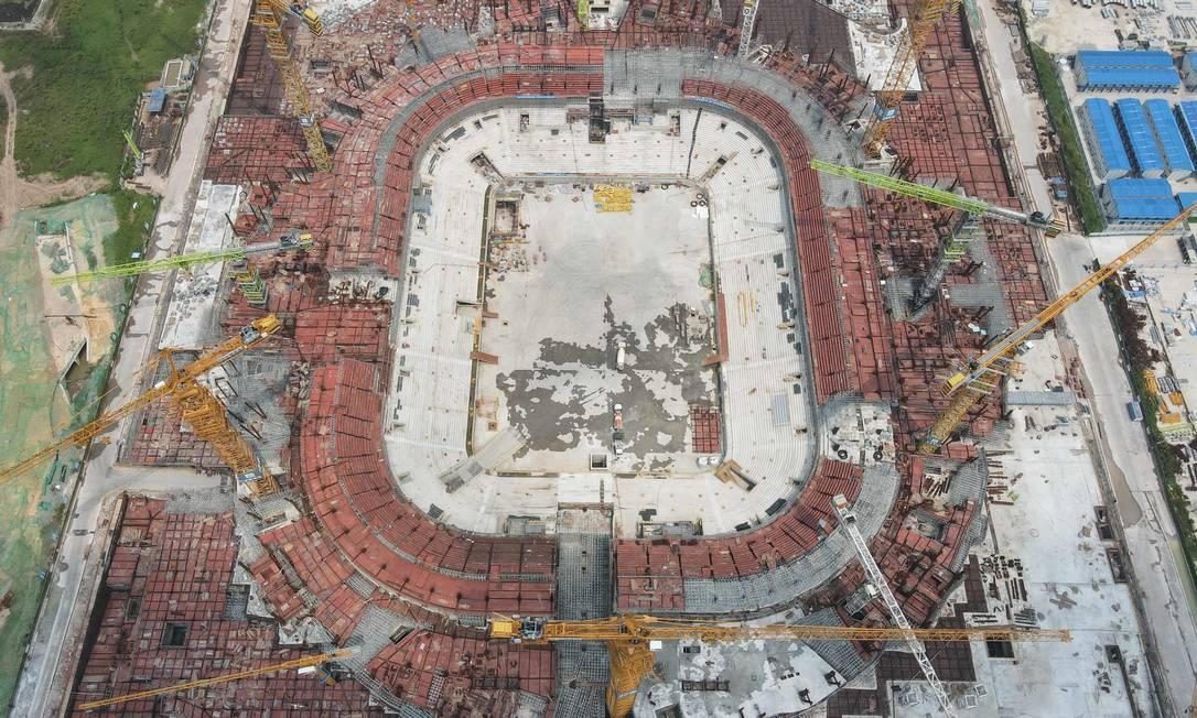 Estádio de futebol Guangzhou Evergrande em construção, na província de Guangdong, no sul da China Foto: STR / AFP