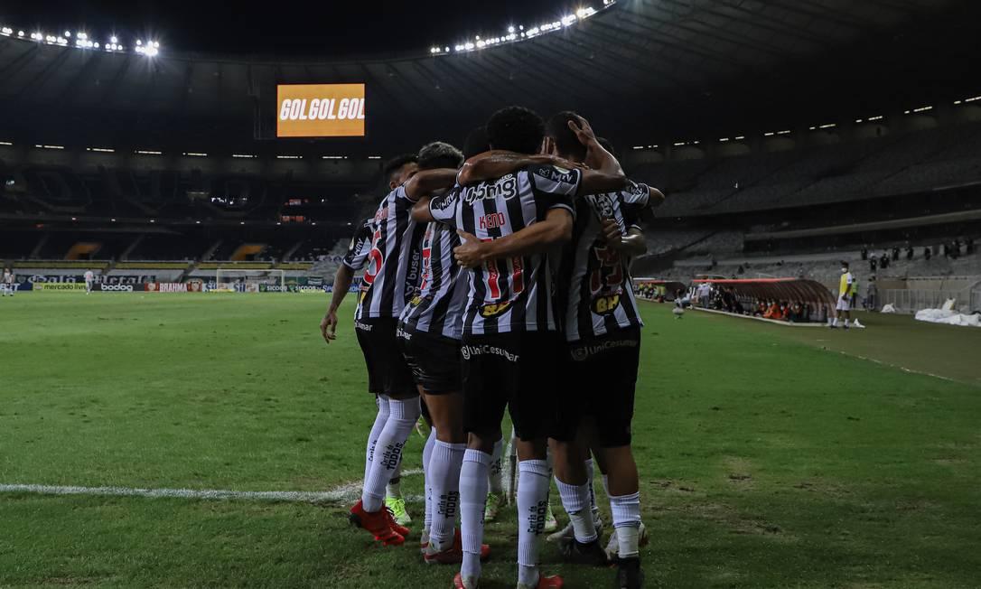 Jogadores celebram vitória Foto: Pedro Souza / Atletico