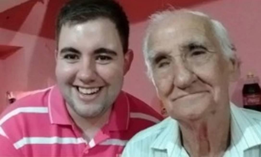 Rogério Antonio Ventura, de 83 anos, ao lado do neto, o radialista Rafael Ventura Foto: Acervo pessoal/Globonews