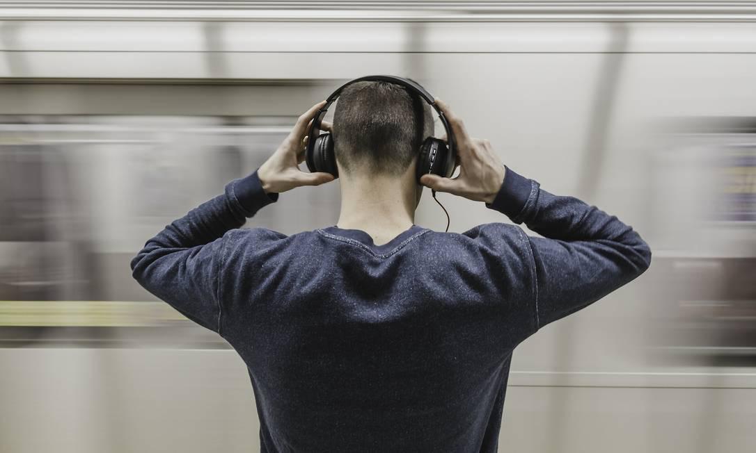 Novas pesquisas mostraram que músicas relaxantes podem influir em processos do corpo, incluindo pressão arterial e frequência cardíaca Foto: Pixabay