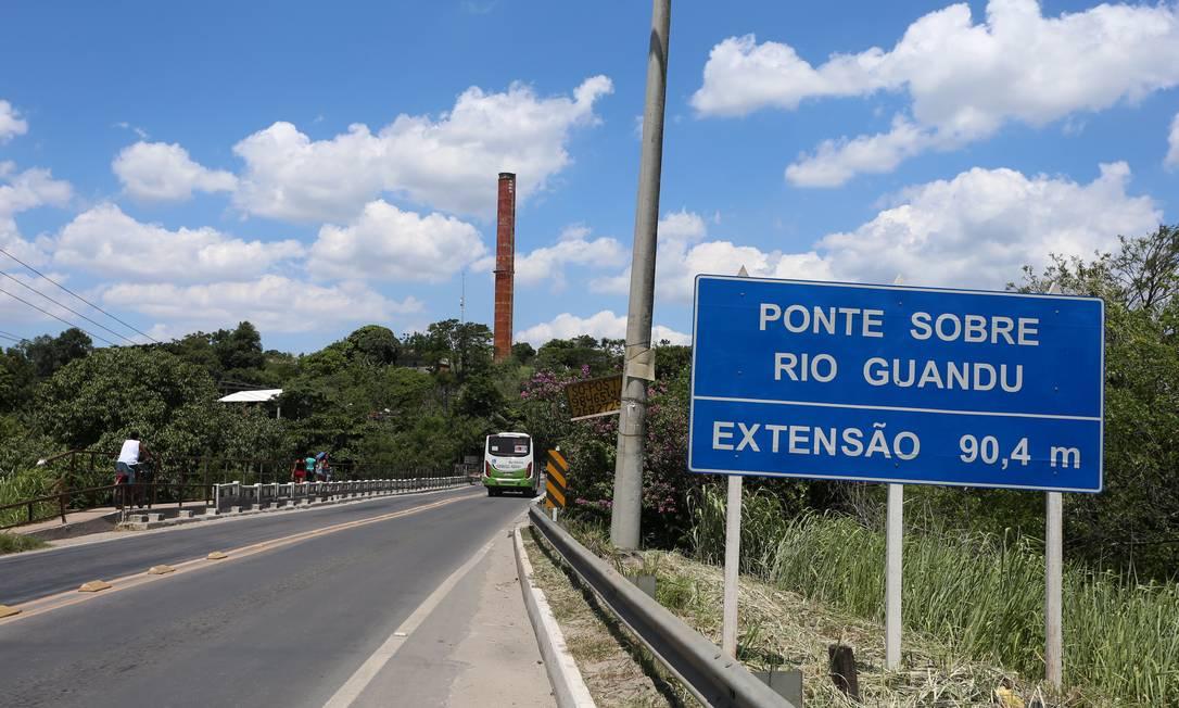 Ponte sobre o Rio Guandu Foto: Fabiano Rocha / Agência O Globo