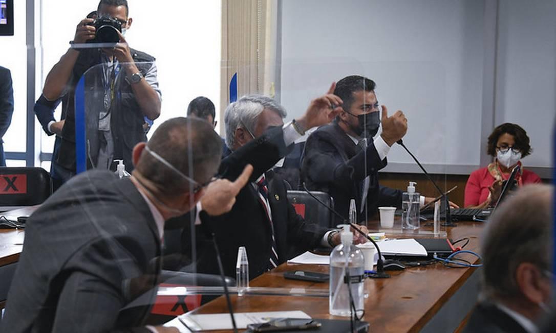 Senador Marcos Rogério (Dem-RO) bate boca com o senador Fabiano Contarato (Rede-ES) Foto: Roque de Sá / Roque de Sá/Agência Senado