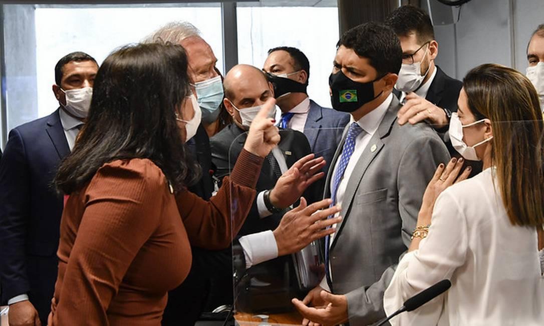 Senadora Simone Tebet (MDB-MS) discute com o ministro da Controladoria-Geral da União (CGU), Wagner Rosário, que a chamou de descontrolada Foto: Leopoldo Silva/Agência Senado