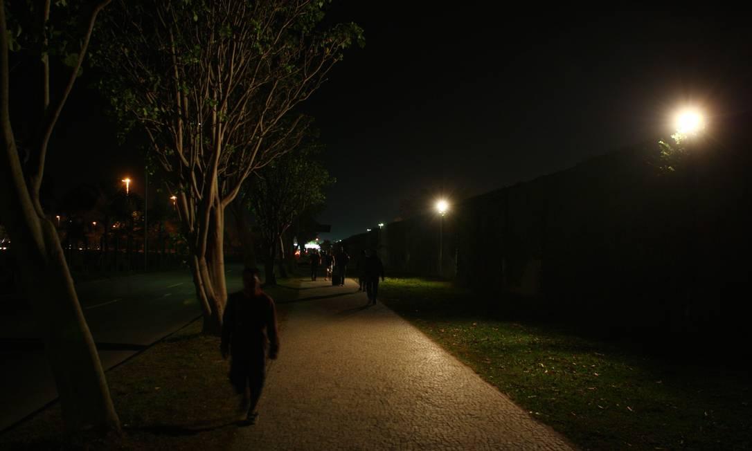 Barra da Tijuca à noite: bairro foi um dos afetados pela falta de luz Foto: Michel Filho