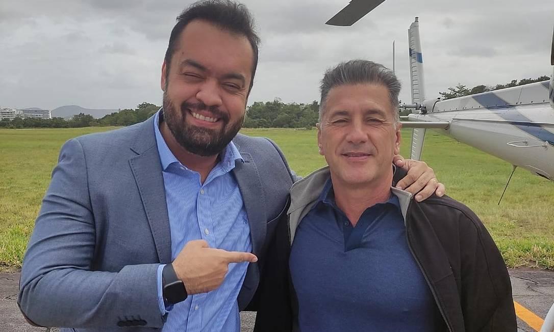 Governador posou com Adonis Lopes de Oliveira, piloto da Polícia Civil Foto: Reprodução