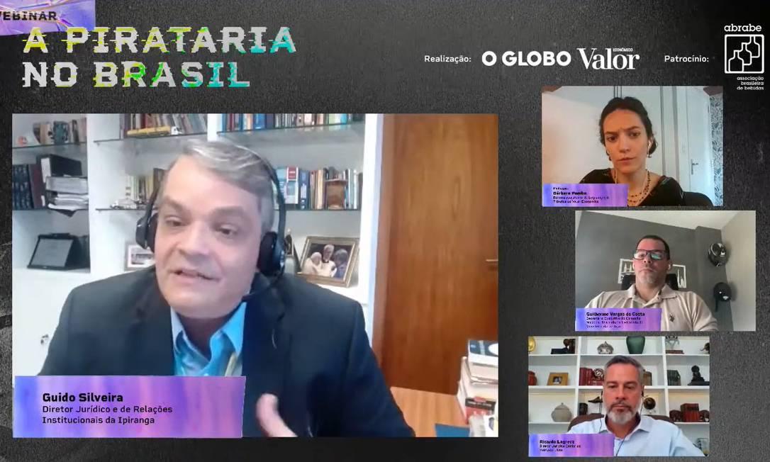 No destaque, Guido Silveira, diretor jurídico e de Relações Institucionais da Ipiranga, que participou de webinar sobre pirataria Foto: Reprodução / Agência O Globo