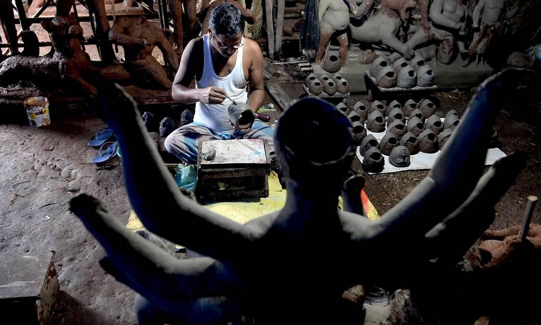 Craftsman makes a clay statue of the Hindu deity Durga before the Durga Puja in Mumbai Photo: INDRANIL MUKHERJEE / AFP