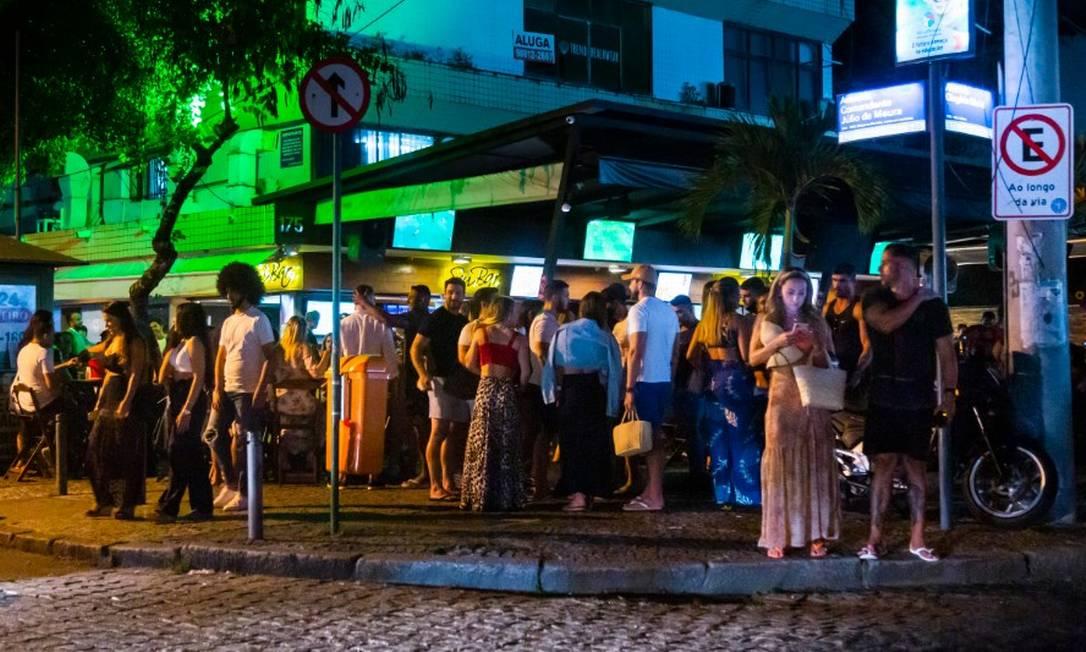 Movimento à noite na Avenida Olegário Maciel, na Barra da Tijuca, em 16/01/2021 Foto: Leo Martins / Agência O Globo