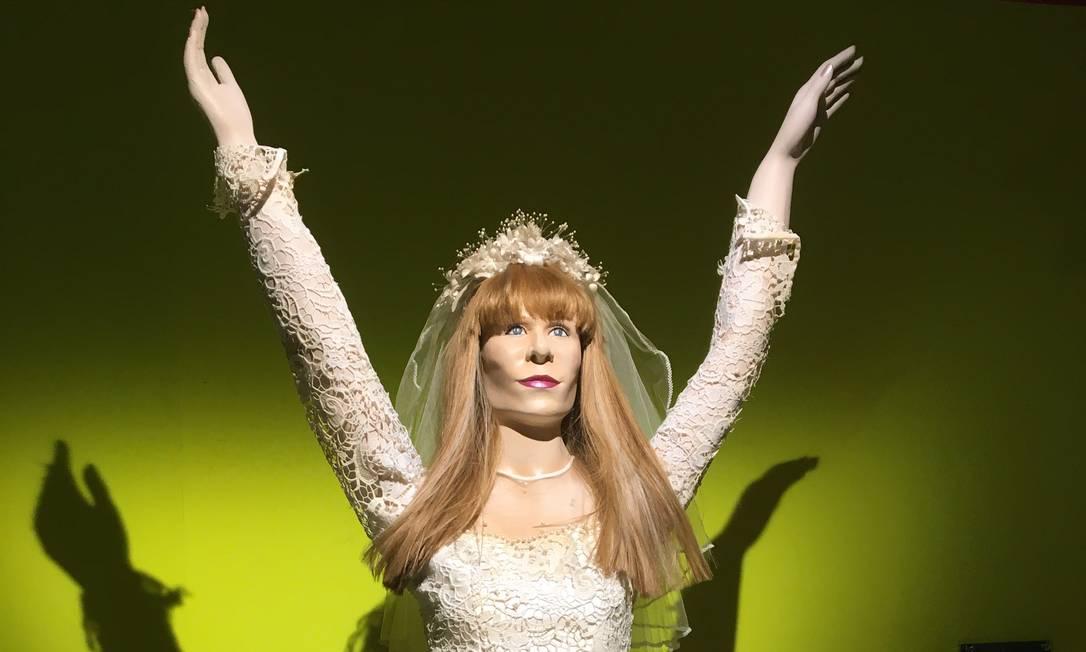Vestido de casamento que Rita Lee usava em shows dos Mutantes, 'roubado' da TV Globo Foto: Luccas Oliveira