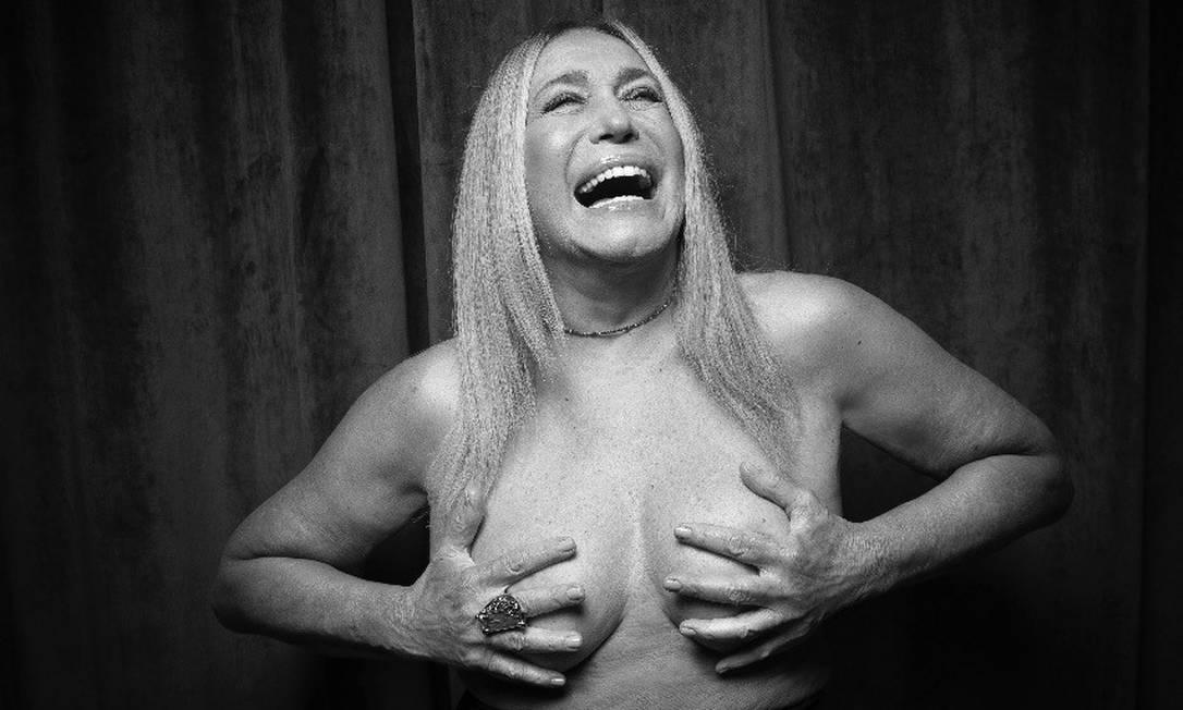 Susana de peito aberto e de volta aos palcos Foto: Leo Aversa