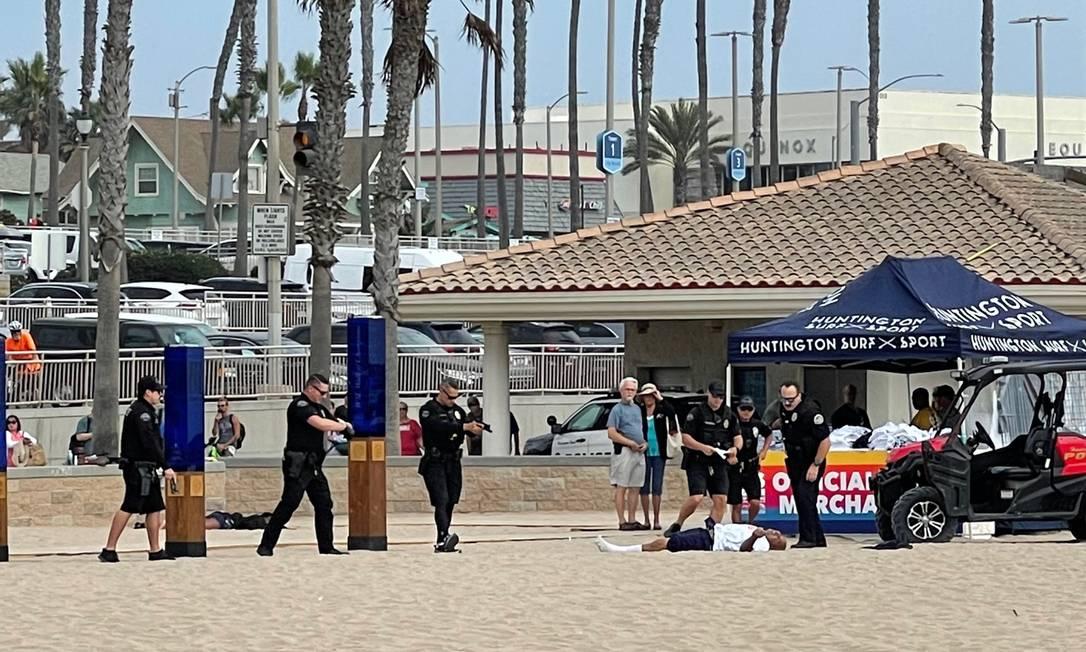 Homem é morto pela polícia na praia onde acontecia o US Open de Surf Foto: @analeticiafis/Twitter