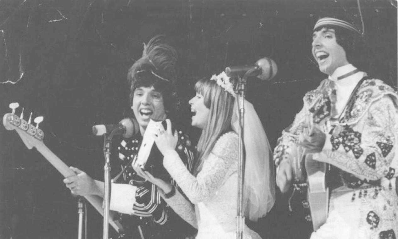 Com Os Mutantes, no Festival Internacional da Canção, em 1968 Foto: Agência O Globo