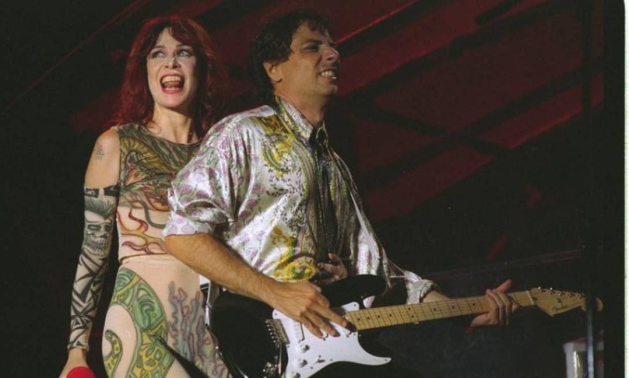 Ao lado do marido e parceiro musical, Roberto de Carvalho em 1995 Foto: Marcos Issa / Marcos Issa